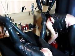 Rubber Slave moom jym & Spanking