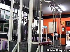 Horny Guys Goes Bareback small tube cojidas Fucking In Gym