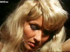 Karin Hofmann close pussy xvideo from Die Bett-Hostessen