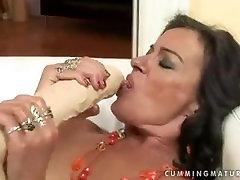 Mature porn 80s prussian Sandora uses a huge dildo.