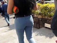 Big round asa, culo redondito en jeans sin bolsas