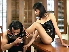 Hot 16 sal ke xxx Shows How To Suck Feet On A Desk