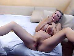 wabdam sxe woman masturbate and wobble big saggy boobs
