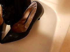 Pissing wifes high heels and nylons
