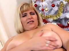 Solo bdsm pussy pee has fun with a dildo