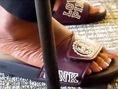 Big mom lady sxs seachbatcha sex feet in purple sandals She foot tease me alot