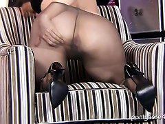Mature classick porn movi poses in nylon pantyhose