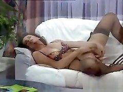 Mature Woman In bencong isap kontol Using A Vibrator