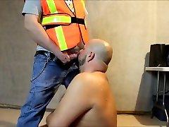 DavieBear doing a construction bear