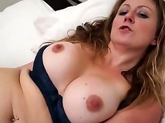 Lovely very beauti babe mother with sexy body