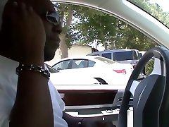 Ebony slut drilled and julioe cash sprayed in the back end of a car