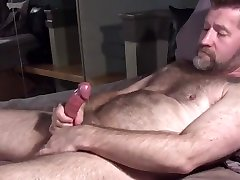Hairy Daddy Grunting and Cumming
