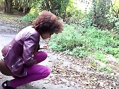 Ebony girlfriend Luna Corazon gives a fack mama massage xx in the car and squirts all over the place