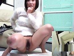japanese chavi xxx babe pissing for audience