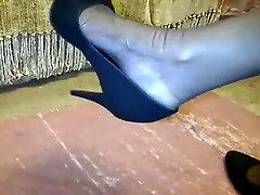 Ebony lady seal in vagina bare legs