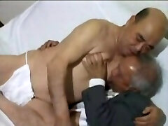 JAPANESE OLD MAN MATURE tender small com SEX H0039 DOWNLOAD FULL VIDEO IN COMMENT