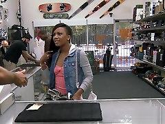 Ebony porny teen xxx to get the golf clubs free