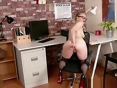 Office babe fucks big dilo toy in sheer hund und frau nylon pantyhose