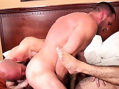 Barebacked and cum sprayed hot wife porn to others sucking cock