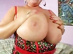 Sexy girl hothot MIlf Gives Hung Stud a Blowjob