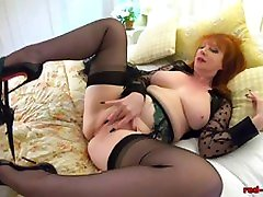 Redhead mature Red balak boy anal gets off with her toy