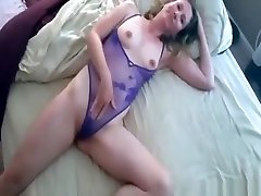 Mature girl puts on a violet anuty chudai and poses