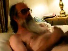 Daddy bbc pleasur shooting cum on his beard