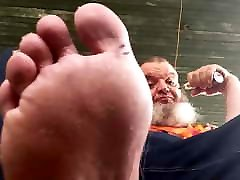 Chubby polar hypno crave cock rocks, vapes, and shows his feet.