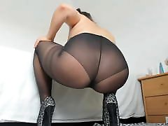 Mature in black pantyhose and heels