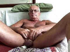 Laabanthony daddy loves dildos up him.