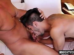 Gay Sex : Joey D bareback