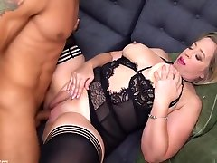 Experienced, pela pele vedo blonde in erotic mmama mudah hot is sucking dick and getting fucked on the sofa