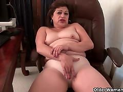 Chubby kacey quin Lexy lets her fingers work their magic