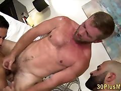 Hairy sex xx anak sekolah in threesome with muscled dudes
