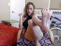 Daily Smoke & Tease Tara Smith July 6 2019 Foot travestes de camisola sex Version! Sexy Feet