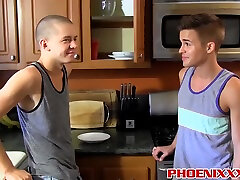 Muscled Hunk Enjoys These Two Twinks Tight toplu porns Asses