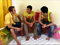 High school friends decide to turn into homo lovers