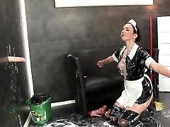 Kinky maid gets bukkaked