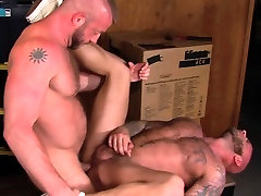 Muscly orgasm in throat guard jizzes