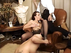 Cuckold get fisted