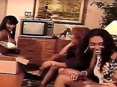 Four pinay princess iniyot ng boyfriend Lesbians Have Fun With Toys