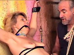 Bondaged and roped perfect gonizi blonde gets her nips and cunt clamped