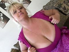 Gorgeous MOM with fat videosex jewhuengsia and huge tits