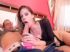 Bia Bastos gets hardcore transsexual ass stuffing