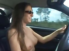 Babe masturbate in her car