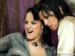 Vivien and Alyssia Loop amazing 3some pee