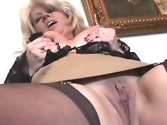 Blonde Mommy Posing 02