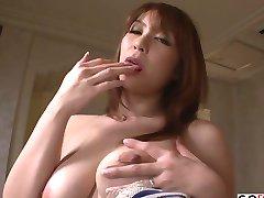 Araki Hitomi