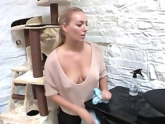 Downblouse sexy