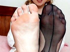 Uniformed Kiana indulging in some foot fetish fun!
